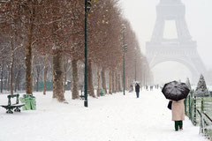 Tour Effel à Paris sous la neige