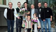 Die Narren übernahmen die Herrschaft übers Pockinger Rathaus: (v.l.) Kurt Huber (Präsident Faschingsgesellschaft Pocking), Prinz Christoph und Prinzessin Julia, Bürgermeister Franz Krah, Markus Köck