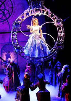 Glinda (Miyuku Numao) descends in her bubble