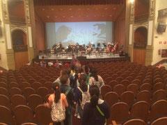 Entrada de nuestro alumnado al Gran teatro de Córdoba.