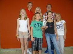 MV Mannschaft mit Mannschaftspokal - 4. Platz