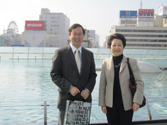 野本さんと私:2010年11月7日、名古屋で開催された日本音楽学会全国大会の合間に。メンデルスゾーン研究者の星野宏美さんに撮ってもらいました!