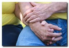 Hände halten als Symbol für erfolgreiche Paarberatung