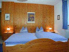 Schlafzimmer Haus Gitta Mittelberg Kleinwalsertal