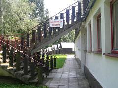 Die Treppen hinauf zum Frühstücksareal