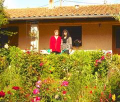 Lucienne et Christine : deux fleurs dans un jardin