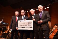 Bei der Übergabe des Schecks an die Johannes Diakonie (v.li.) Dieter Wohlschlegel, Klaus Nussbaum, Jörg Huber und Hans Heribert Blättgen
