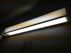 ③内階段用の非常灯(蛍光灯)