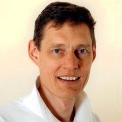 Dr. Claus Nowag berät Sie zum Thema Implantate und beantwortet Ihre Fragen.