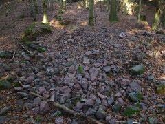 Eisenerz-Reste an einer Pinge