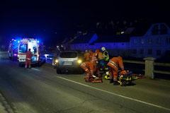 Von diesem Unfall in der Kremstalstraße führte eine Blutspur in die Lederergasse. Foto: Feuerwehr Krems
