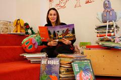 Eva Stockinger liest für Kinder.Foto: Stadt Krems