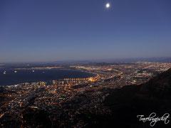Blick vom Tafelberg bei Nacht