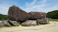 大きな古墳が巨石建造物となった石舞台