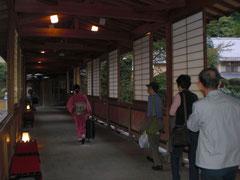 宿のHPにある本館から川を渡る渡り廊下