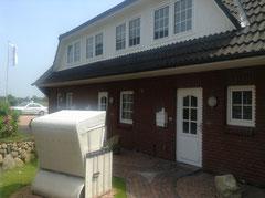 """Hausgruppe """"Nordlicht"""", hier Nordseite, Eingang Appartement 3 mittlere Tür"""