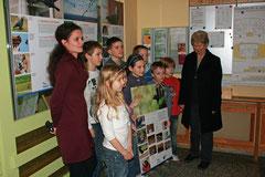 Die Kinder der Kita Arche bei der Eröffnung der Ausstellung
