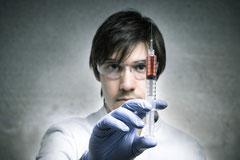 Arzt oder Krankenpfleger tötet / ermordet Patienten / Bewohner