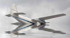 Pilot oder Copilot verriegelt Cockpit-Tür von innen und bringt Passagierflugzeug mit 200 Passagieren bewusst zum Absturz in den sicheren Tod