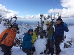 山頂からは金沢や砺波平野の展望もあり、大笠山等もきれいに見えました。
