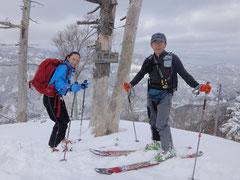 山頂付近は雪質もよく天候も安定していた。(だが寒かった。)