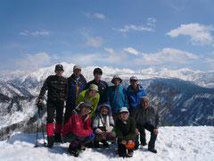 立山連峰をバックに集合写真
