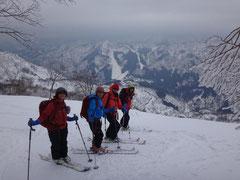 スキー場をバックに(1250m付近 本日はここまで。)