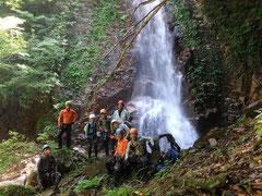 F3口無谷最大の滝(23m)、右岸を巻く。