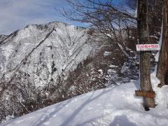 中間地点の烏帽子岳展望台。(標高900mあたり)