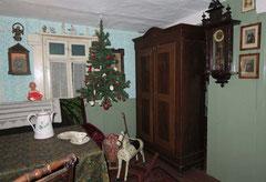 Hängender Weihnachtsbaum in der Wiesentaler Heimststube