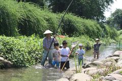 写ッセ イベント部門賞 No.40835 青田川 魚釣りは楽しいね 大沢 幸子(上越市)