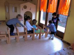 Bambini al Micro Nido Asilo Il Piccolo Kayak