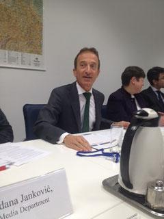 Die OSZE-Mission in Belgrad wird von einem Schweizer geführt, von Botschafter Peter Burkhard.