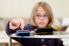 Atelier pour les enfants : découverte de la linogravure.© Mathieu Le Gall.