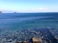 川奈ビーチはのんびりとした雰囲気で、スロープと手すりがあるので初心者に優しい海です