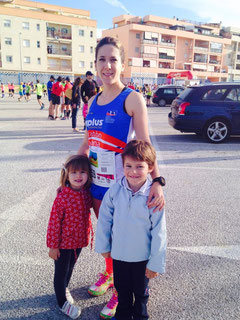 Nuestra compañera Sensi, con sus pequeños hijos.