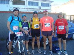 De izquierda a derecha, Kkiki Some, Javi Vergara, David Dorado, DAionisio Flkores y Paco Dorado momentos  antés de la prueba.
