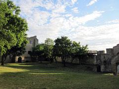 Burg Hainburg, äußerer Burghof mit Blick auf den Bergfried