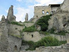 Burg Dürnstein, terrassenförmige dreiabschnittige Hauptburg
