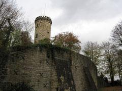 Burg Tecklenburg, Blick von der unteren Vorburg auf den Vierturm