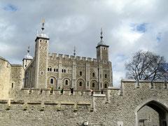 Tower of London, Blick von der Themse auf den White Tower