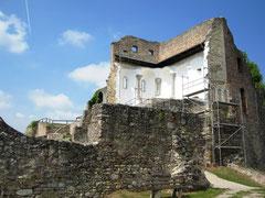 Burg Donaustauf, Kapelle und Palasmauer