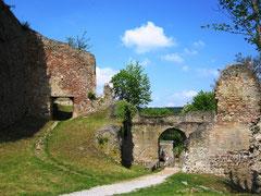 Burg Donaustauf, das dritte Tor von der Kernburg aus gesehen