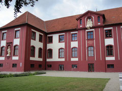 Schloss Iburg, Klostertrakt