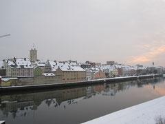Donauufer mit Rathausturm, Regensburg