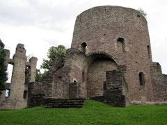 Krukenburg, Wohngebäude und Kirche mit Treppenturm