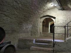 Burg Falkenstein, romanischer Palas und heutiger Bier- und Weinkeller