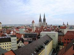 Blick von der Dreinigkeitskirche auf den Regensburger Dom