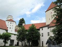 Veste Oberhaus, äußerer Burghof