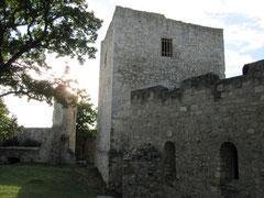 Burg Hainburg, Bergfried und Kapelle